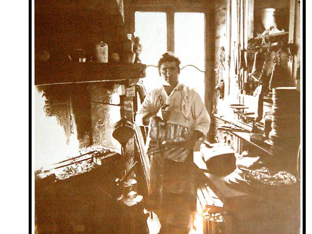 Robert et Louise Robert devant se cheminée - 1962